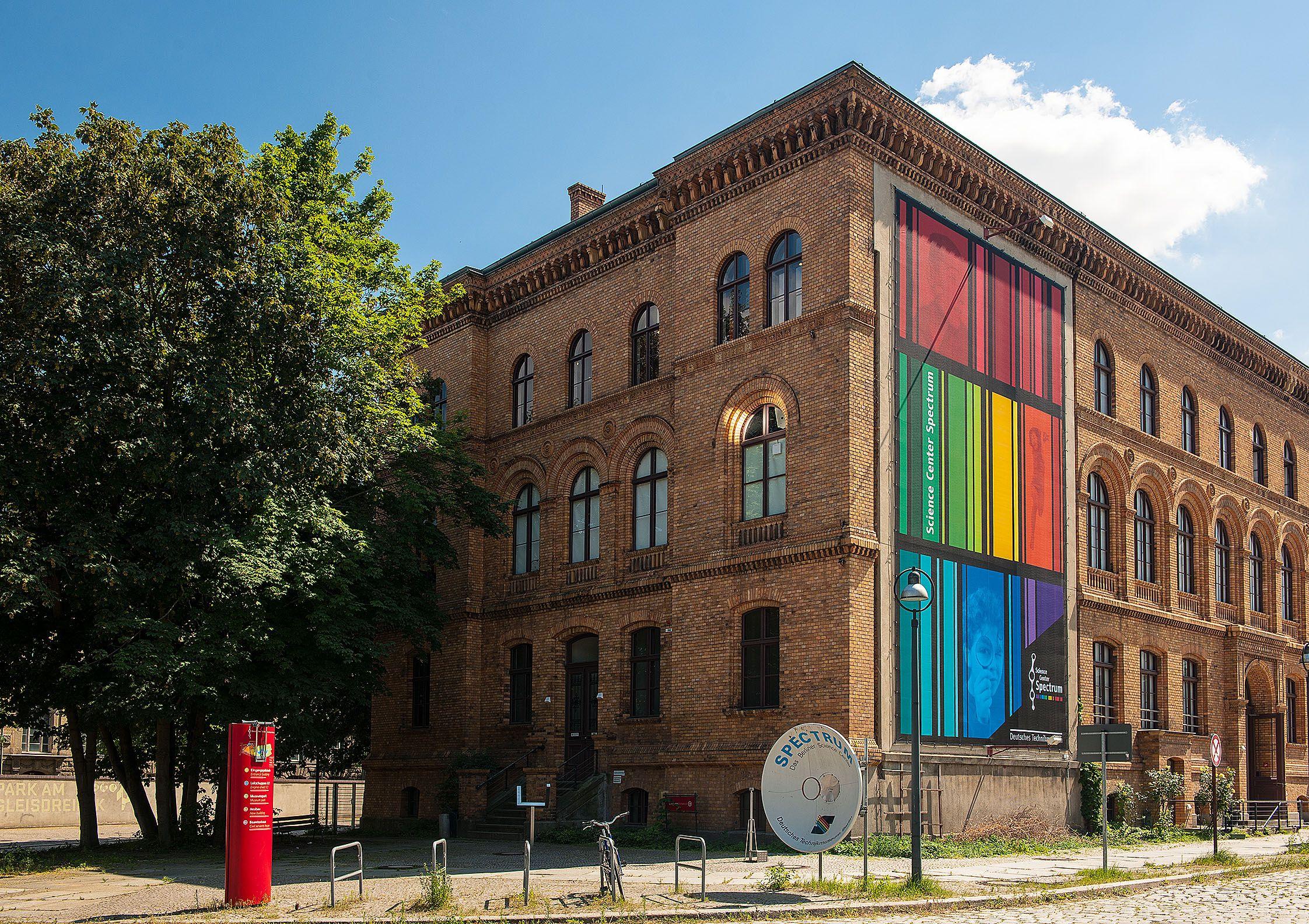 Außenansich des Science Center Spectrum des Deutschen Technikmuseums in Berlin.